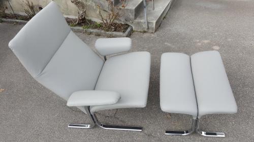 Sessel mit Fussschemel in Echtlederbezug