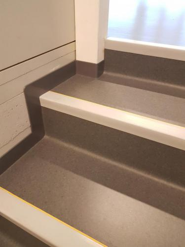 PVC-Tritte mit Treppenkante und Treppenwinkel