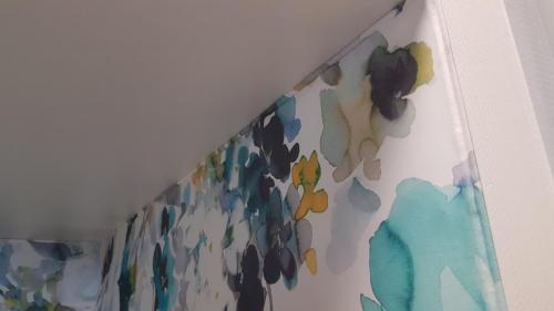 Wandbespannung mit Deckenabschluss