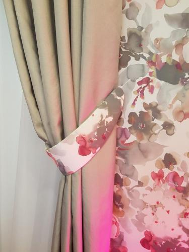 Vorhang mit Embrasse