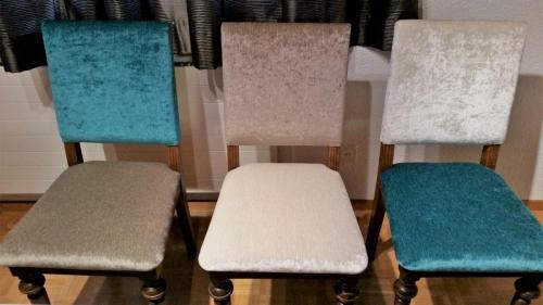 Stühle mit Veloursbezug